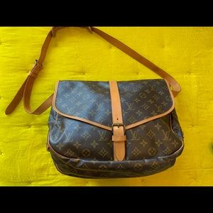 Louis Vuitton Saumur 35 Shoulder Bag